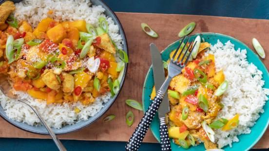 Curry met kip, mango en kokosmelk