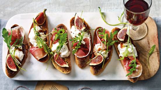 Crostini met burrata, Prosciutto en vijgen
