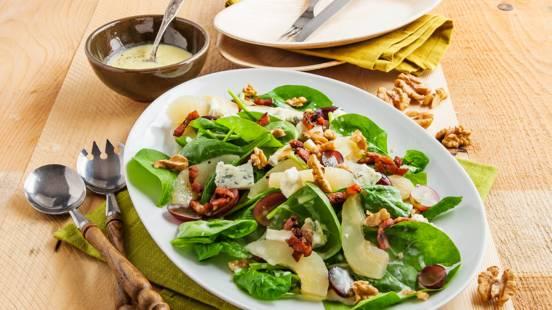 Salade van blauwe druiven, spinazie en peer