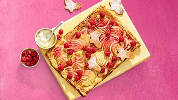 Appel plaattaart met crème fraîche en frambozen