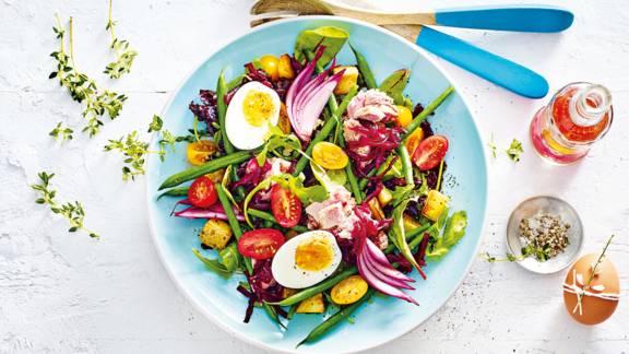 Geraspte bieten-nicoise salade