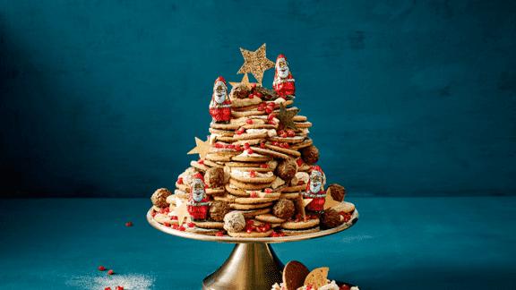 No bake taart met gestapelde koekjes