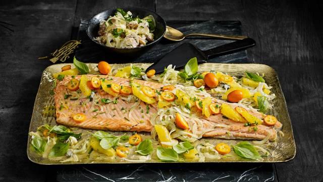 Zalmzijde uit de oven met sinaasappel, kumquats, venkel en frisse aardappelsalade met luxe mayonaise en augurk