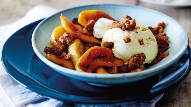 Sonja's toetje met ijs en gebakken appel