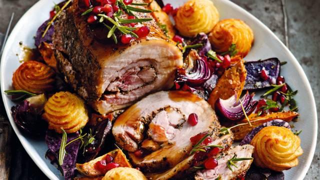 Porchetta met portsaus, Hasselback potatoes en knolselderijsterren