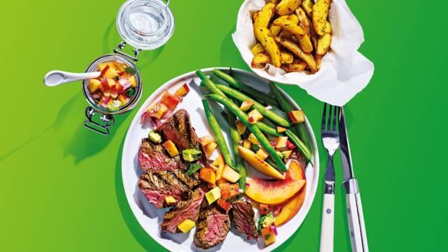 Malse biefstuk met nectarinesalsa, sperziebonen en aardappelpartjes