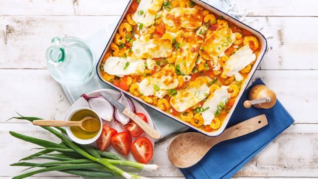 Gebakken gamba's en tomaat gegratineerd met feta en halloumi kaas