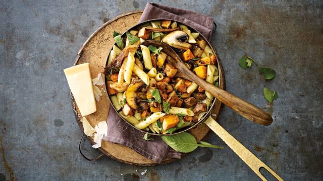 Pasta met paddenstoelen, pompoen, Grana Padano en rundersaucijs