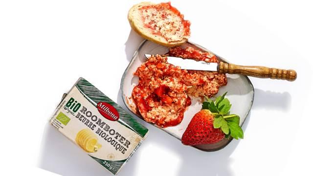 Boter van aardbeien en poedersuiker