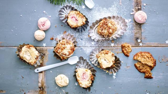 IJsbonbons met een vulling van meringuettes en kruimels van kletskoppen