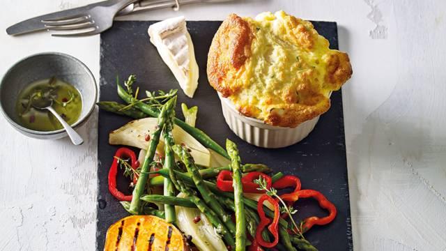 Soufflé met Pérail, zoete aardappel en gebakken groenten