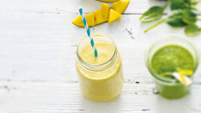 Smoothie van meloen, banaan, peer en citroen