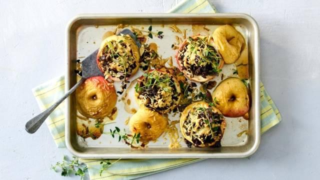 Gevulde appels uit de oven met gehakt en kaas
