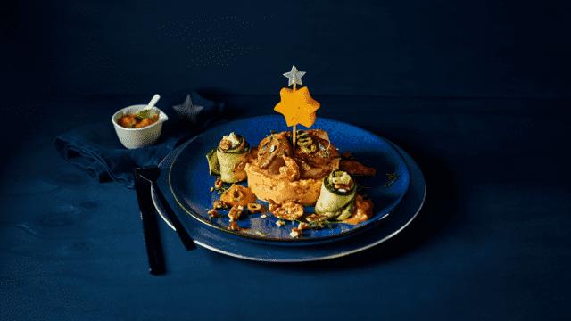 Bruschetta van zoete aardappelpuree met varkenshaasmedaillons en courgetterolletjes