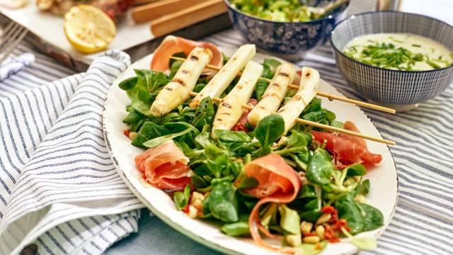Salade met gegrilde asperges
