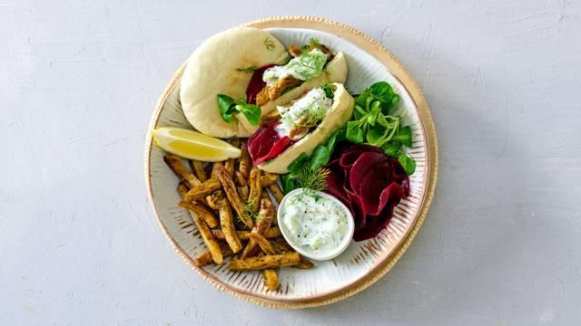 Vegetarische shoarma met zoetzure bietjes en dille-komkommer-yoghurtdip
