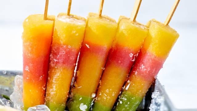 Tropische ijsjes van smoothie-fruit
