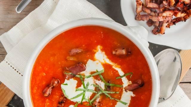 Paprika-wortelsoep