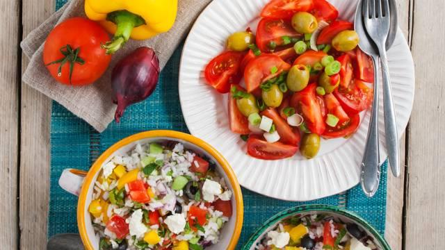 Griekse tomaten-rijstsalade