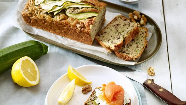 Courgettebrood met kaneel, citroen en walnoten