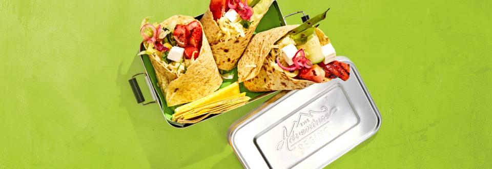 Vegetarische wraps met een frisse salade van watermeloen en tzatziki kaas