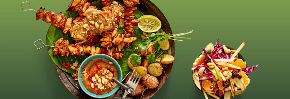Vegetarische kipsaté met frisse rodekool-witlofsalade en jachtkrieltjes met rozemarijn