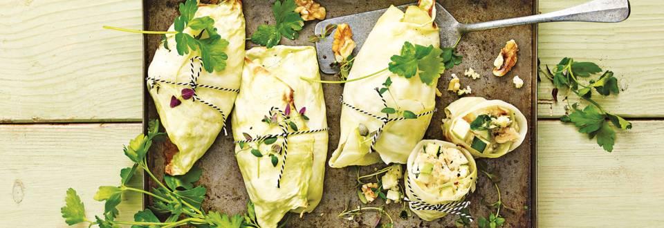 Gevulde koolpakketjes met appel, geitenkaas, walnoten en couscous