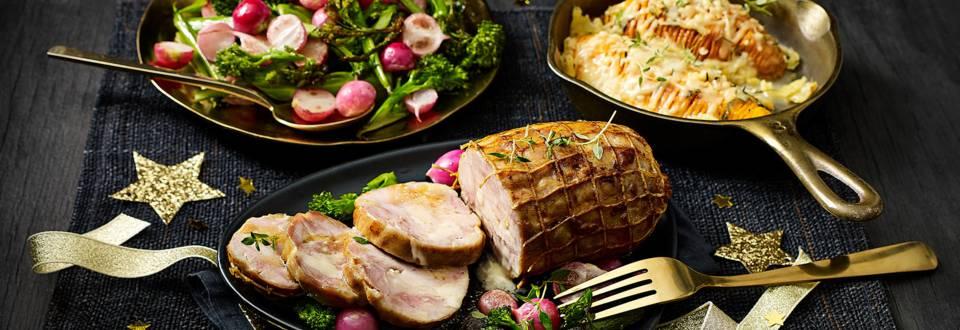Kiprollade met zoete aardappel hasselbacks en gewokte bimi en radijsjes