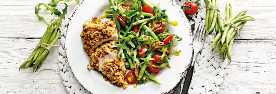 Gepaneerde kalkoenfilet met sperziebonen salade