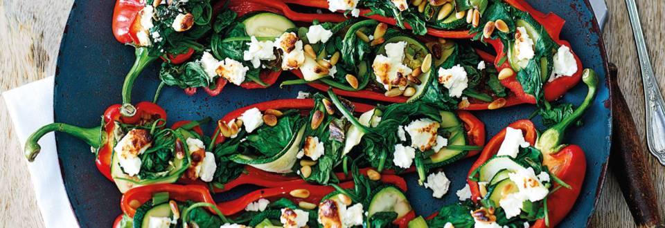 Gevulde puntpaprika met spinazie, courgette, feta en pijnpoompitten
