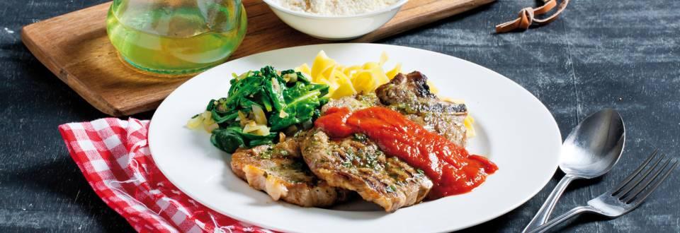 Gegrilde karbonades met spinazie en tomatensaus