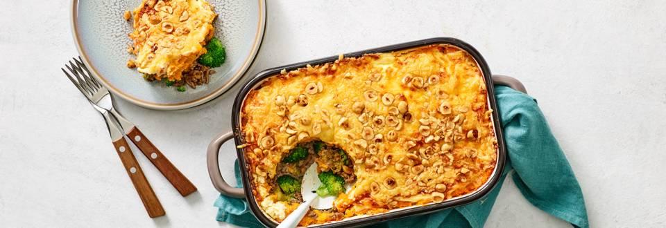 Ovenschotel met gehakt, zoete aardappelpuree, broccoli en kaas