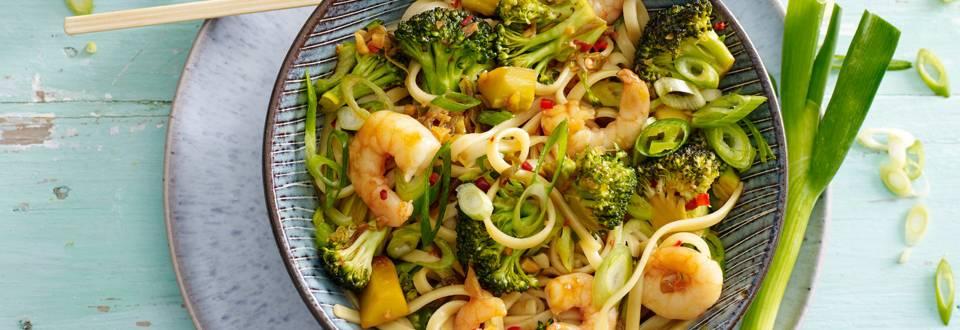 Gewokte broccoliroosjes met ketjap, garnalen, citroen en mie