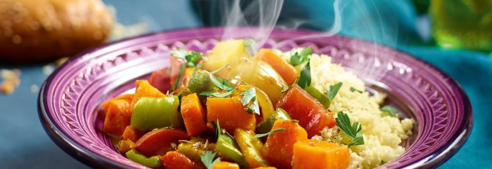 Zoete aardappel-tuinbonen tajine met citroen, koriander en couscous