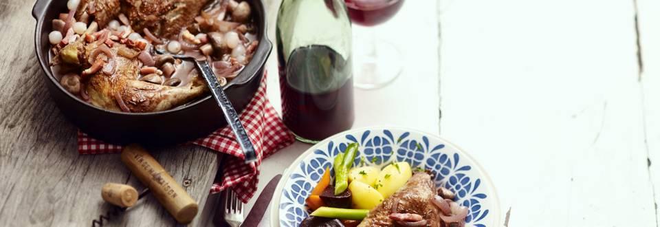 Coq au vin met gemarineerde groenten