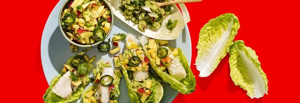 Gevulde slablaadjes met gebakken vishaasjes, nectarine-limoensalsa en zelfgemaakte guacamole