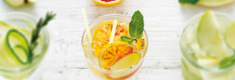 Fruitwater van gember, bloedsinaasappel en munt