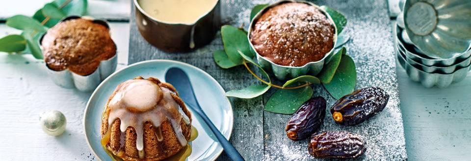 Sticky toffee taartjes met Medjoul dadels en crème anglaise