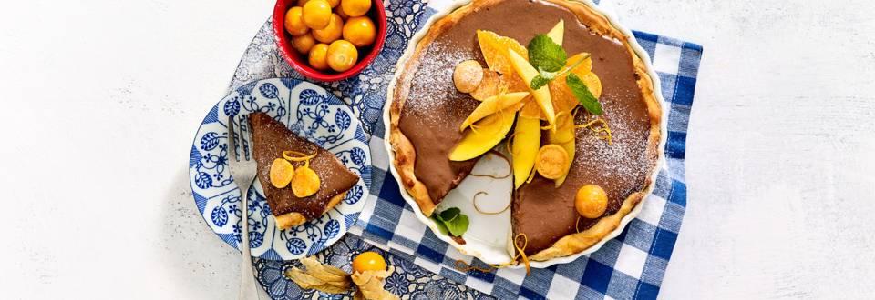 Taart met chocolademousse en exotisch fruit