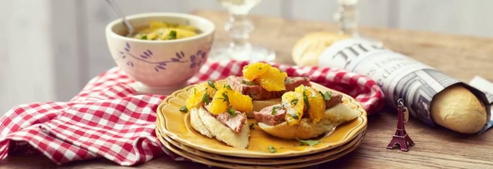 Stokbrood met pate en sinaasappel