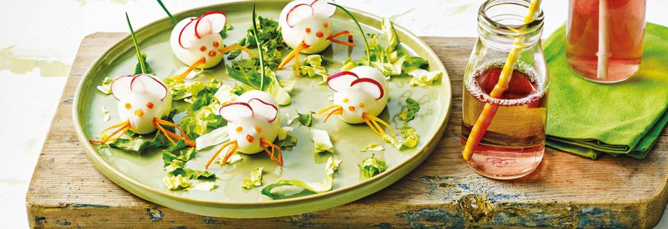 Witte ei-muisjes met radijsjes en bieslook