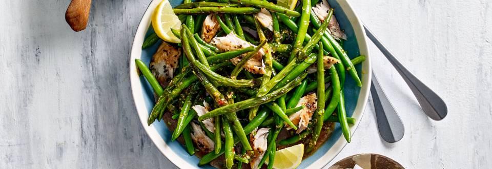 Pittige sperzieboontjes met makreel en wittekoolsalade