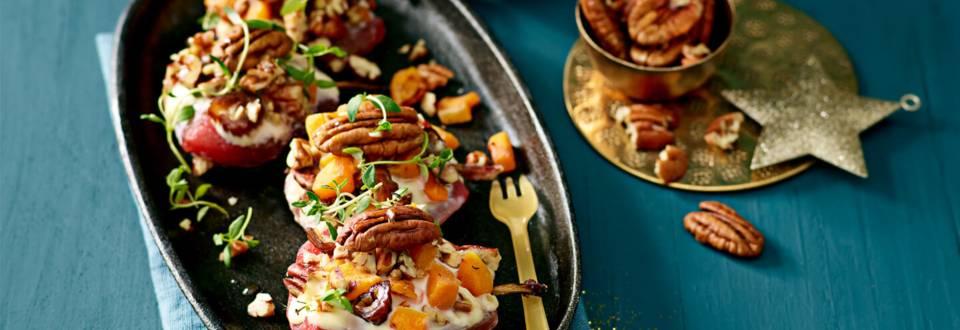 Gevulde stoofperen uit de oven met camembert en dadel-pompoencrumble van Lidl