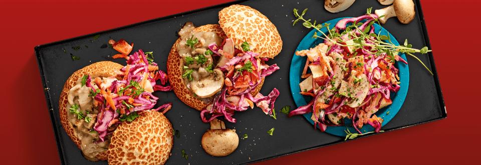 Ragoutbroodje met wildragout en kleurrijke herfstsalade