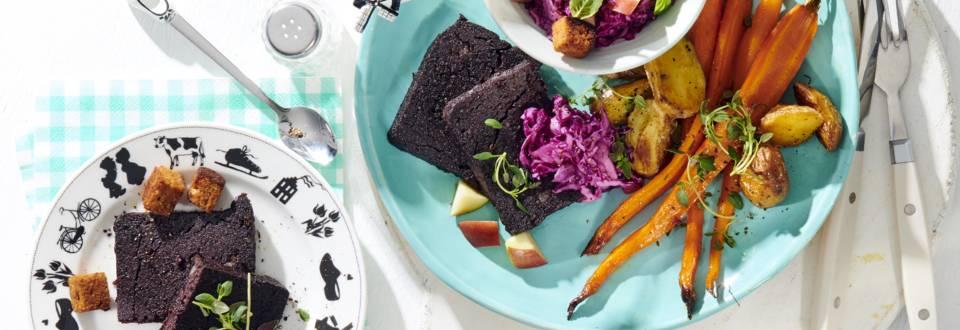 Balkenbrij met salade van rode kool en appel, krokant  gebakken peperkoek, bospeen en aardappeltjes