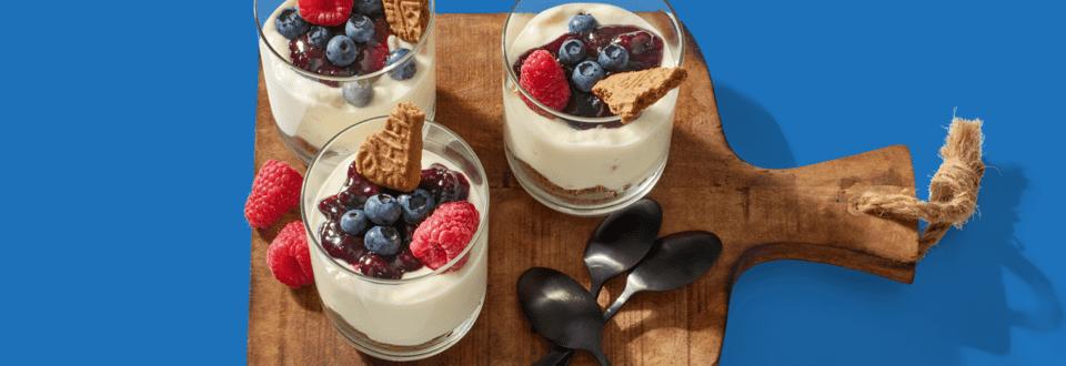 Yoghurtmousse met bosvruchten en speculaas