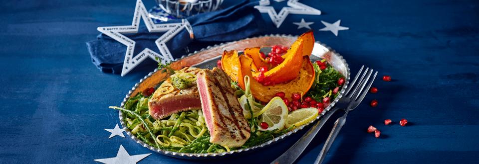 Albacore tonijn met zeewier, courgettepasta, zeekraal en geroosterde pompoen
