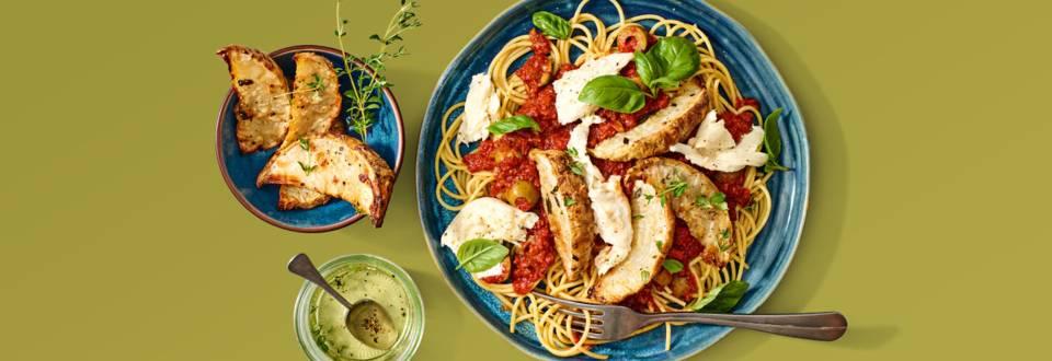 Spaghetti met geroosterde knolselderij, tomatensaus, mozzarella en basilicum