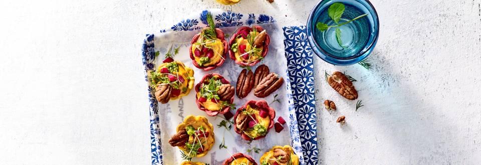 Groentencups met houmous, biet en verse pesto