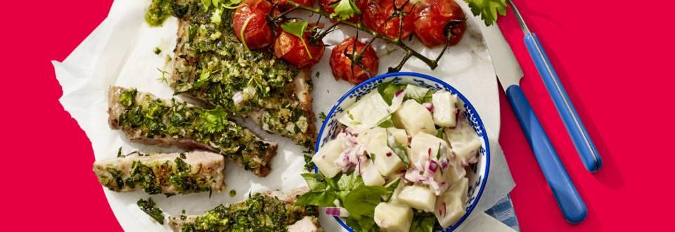 Knapperige schouderkarbonades in kruidenrub met gepofte cherrytomaatjes en huisgemaakte knolselderijsalade
